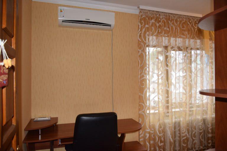 Сдаётся квартира - Киев, ул. Добрый Путь, 5 (07)